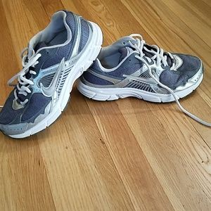 NIKE SUPPORT ZONE SHOES SIZE 8